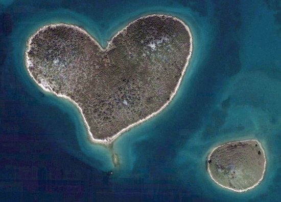 heart-shaped-islet-of-galesnjak-in-croatia_E8ntq_11446