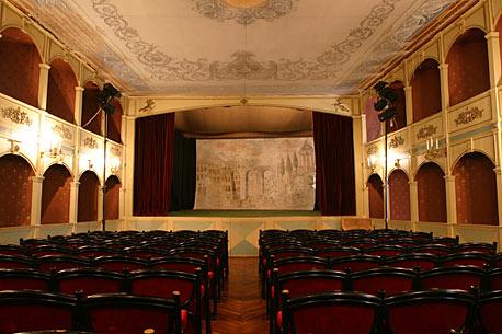 Európa első állami színháza
