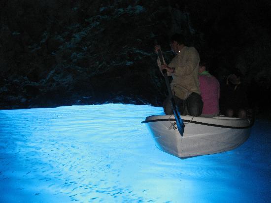 Bisevo, Kék Barlang