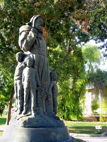 Török püspökből szeretett, jótékony Mikulás