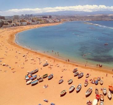 A Playa de las Canteras a város egyik legszebb strandja.