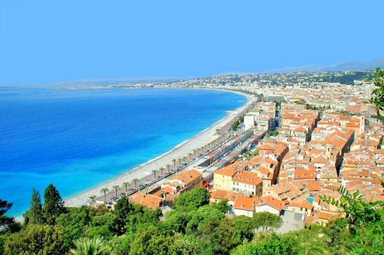 Promenade des Anglais, vagyis az Angyal-öböl mentén húzódó parti sétány