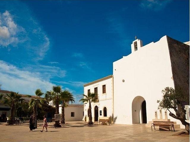 A sziget fővárosa Sant Francesc Xavier
