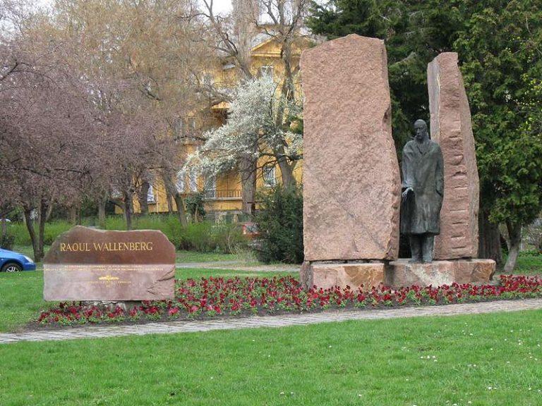 Raoul Wallenberg budai szobra