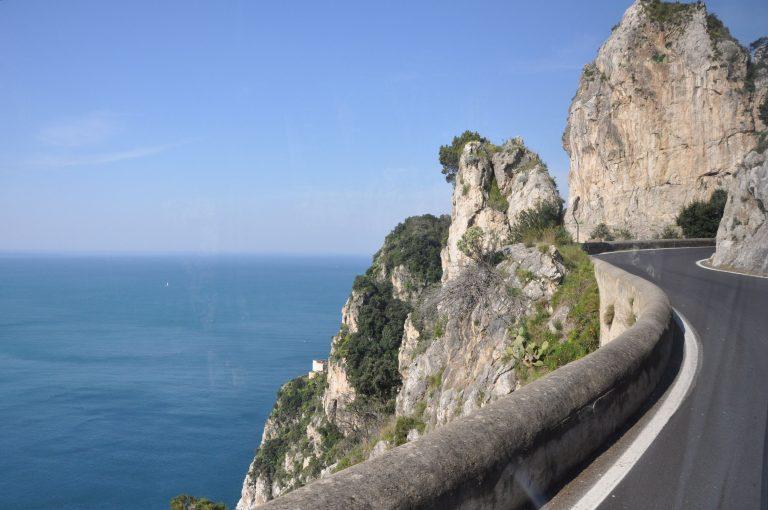 Autóval az Amalfi-partokon