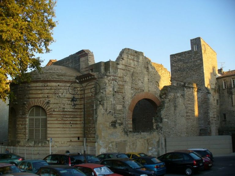 Konstantin fürdői, Arles