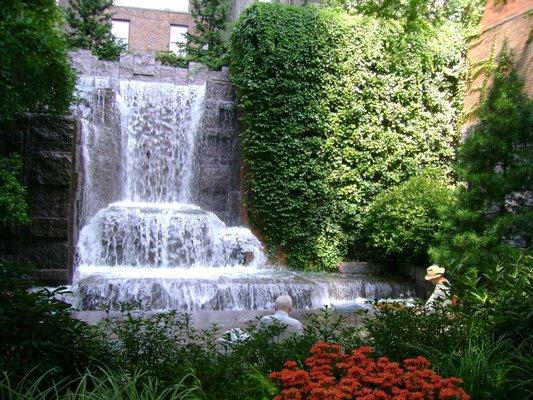 Titkos vízesés a Greenacre parkban