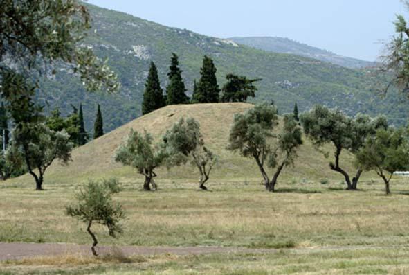 A marathoni csatában elhunyt 192 athéni katona sírdombja
