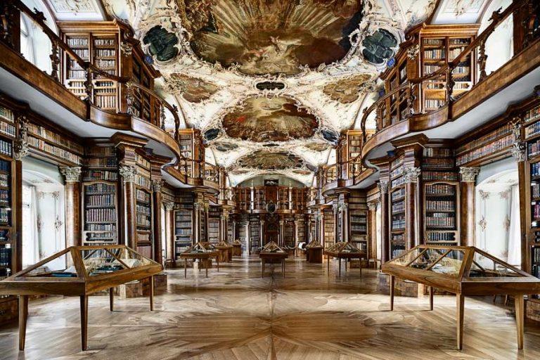 Kolostori Könyvtár