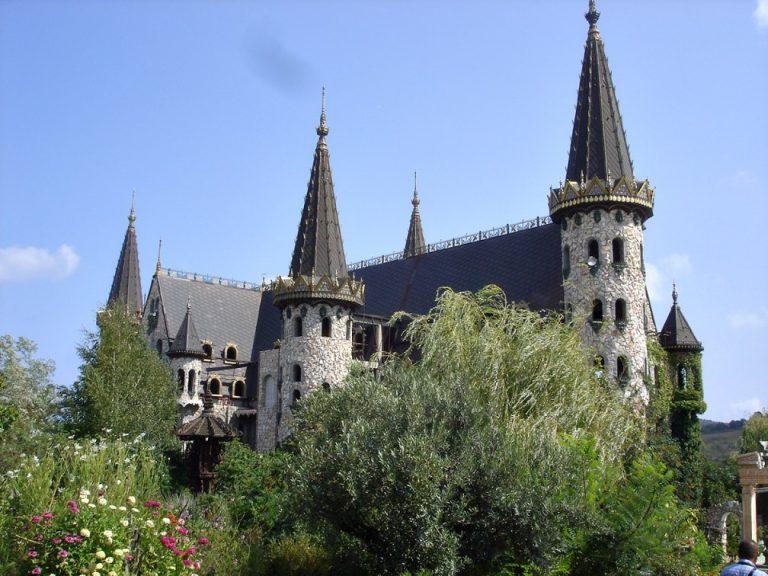 Ravadinovo kastély