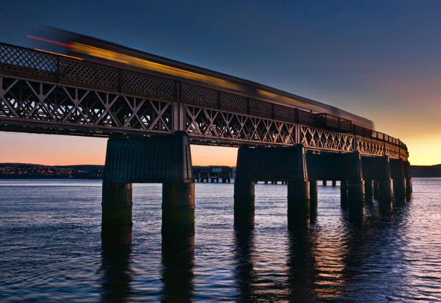 Tay Rail Híd
