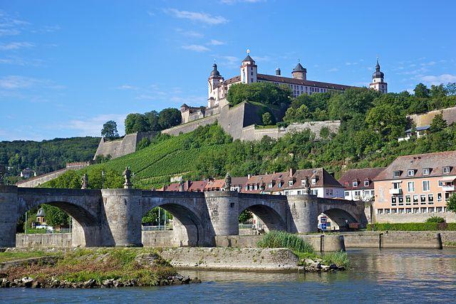 Marienberg erőd és a régi Majna-híd, Würzburg