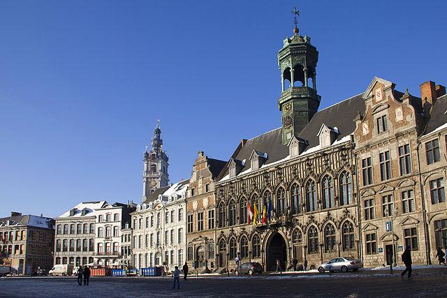 Mons főtere és a városháza